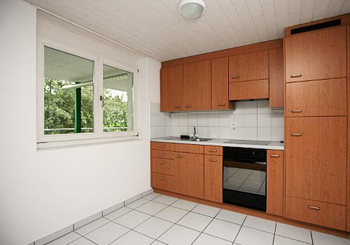 Moderne küche ausreichend platz für küchentisch